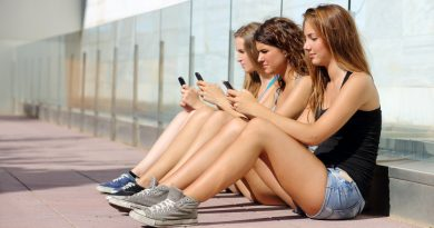 girls smartphones
