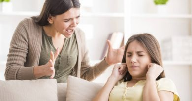 5 Phrases Mothers Say To Their Daughters Which Can Destroy Their Self-Esteem